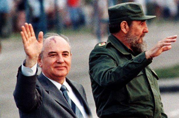 fidel-castro-durante-la-visita-oficial-de-mijail-gorbachov-a-cuba-el-2-de-abril-de-1989-reuters.jpg